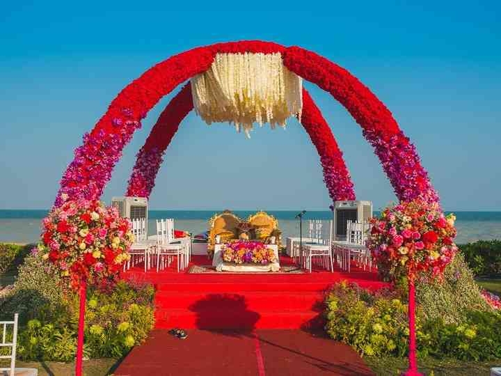 12 Awe-Inspiring Wedding Mandap Decoration with Flowers You Wouldn
