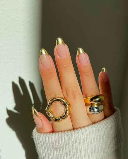 This nail art design looks so pretty! - 1