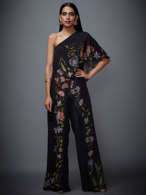 Are traditional jumpsuits a thing? - 3