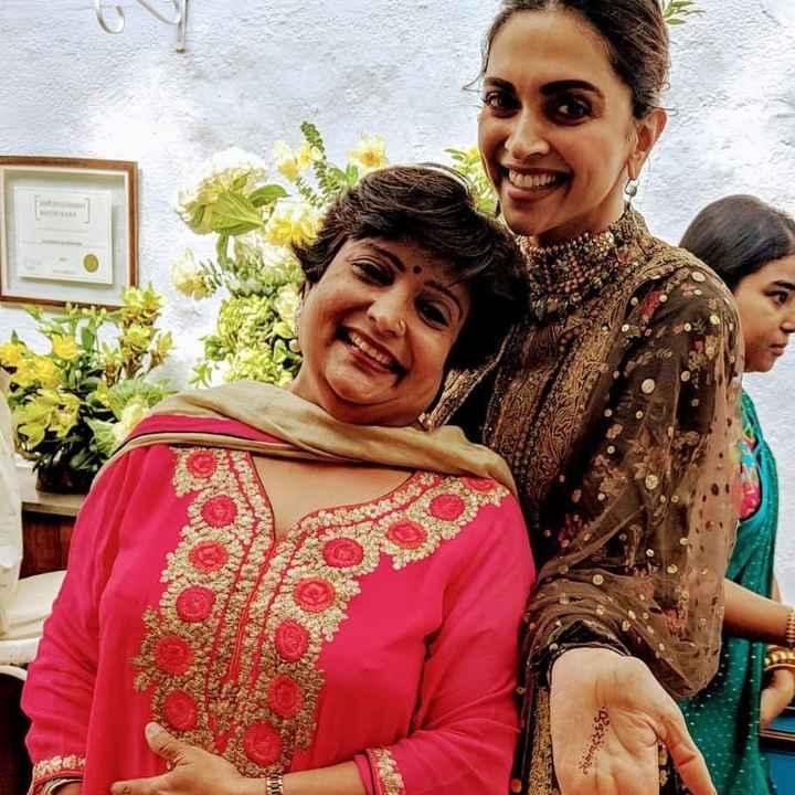 WeddingWire India Celebrates Women's Day With 'Bollywood Mehndi Queen': Veena Nagda! 🤩 - 1