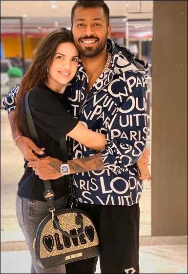 Hardik Pandya and Stankovic Spill The Beans Of Their Lovely Intimate Wedding And Pregnancy! 💙🧡💛 - 3