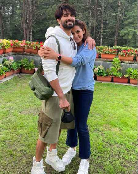 Shahid Kapoor and Mira Rajput are such adorbs! - 1