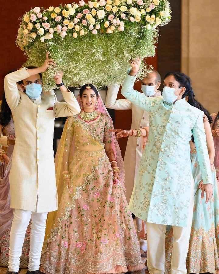 Bridal Entry with a jawdropping 'phoolon Ki Chaadar' - 1