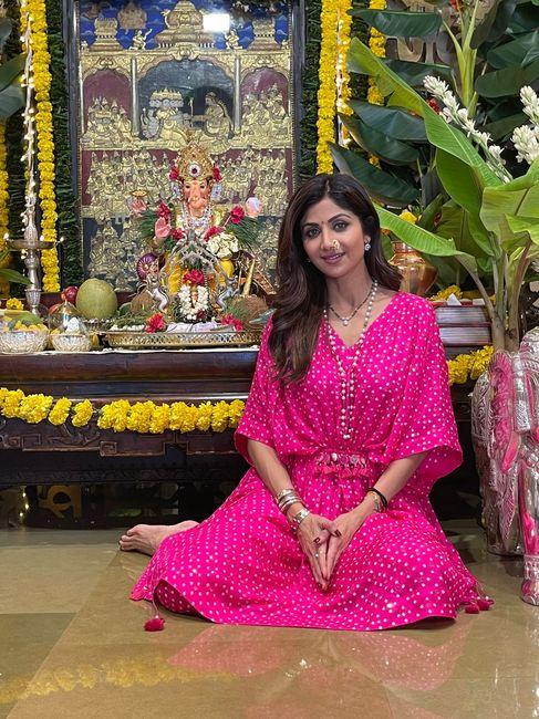 #Celebritystyle: Shilpa Shetty Spotted Wearing Bandhani Kaftan Set! 1