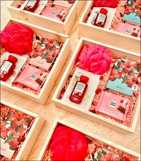 How about giving one such gift hamper to my girlies? - 1