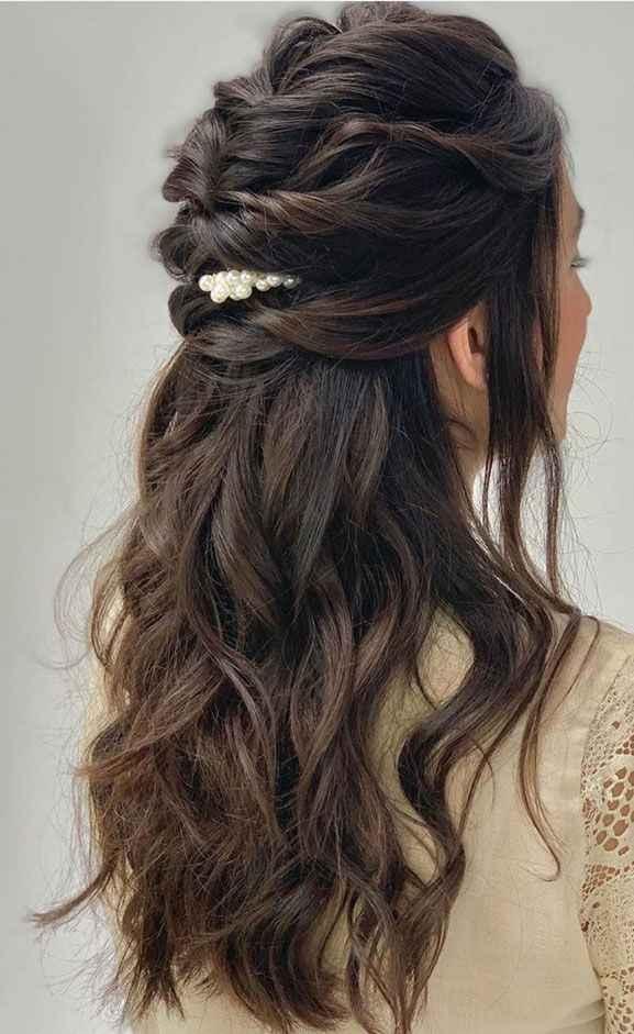 Half up hairstyle on mehendi - 1
