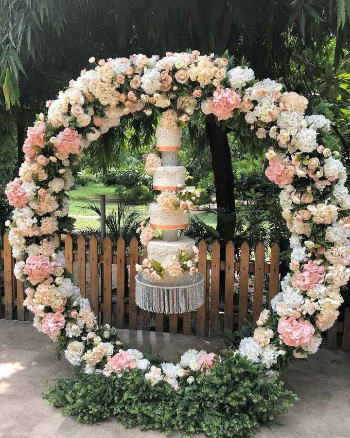 This hanging cake is apt for reception ceremony!! - 1
