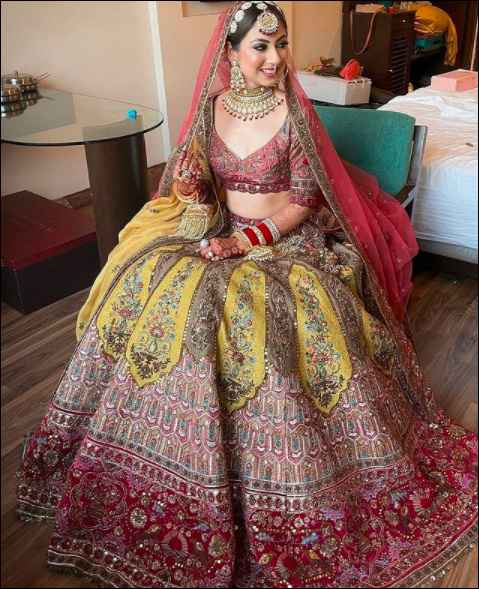 The tones and the embroidery of this lehenga are just perfect!!! - 1