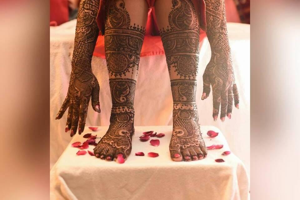 The Mehendi Artist by Pallavi Soni
