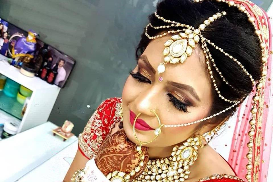 Rakhi's Bajaj Modern Beauty & Cut