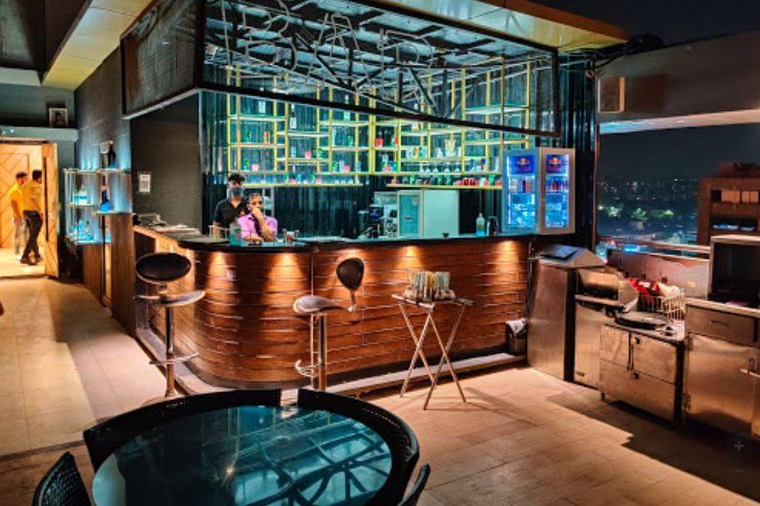 Sphere Lounge, Ambavadi