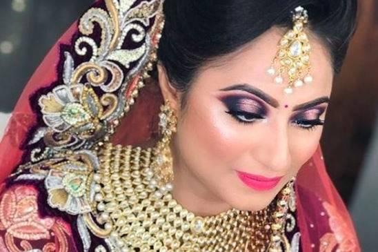 Aparna Guryani-Makeup Artist