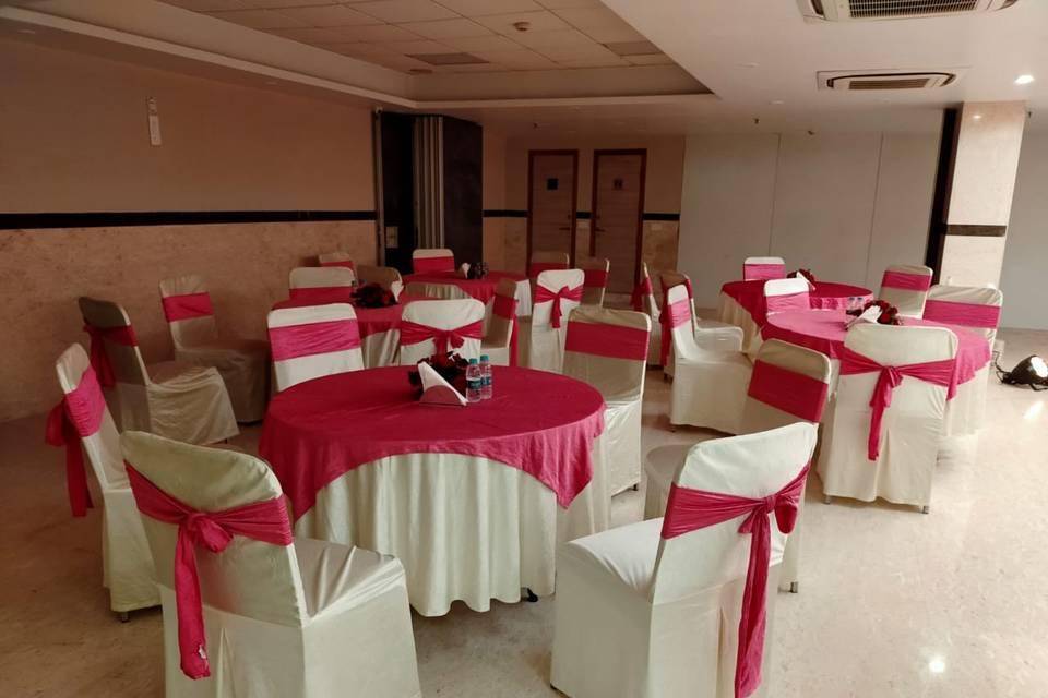 Iris Park Hotel, Safdarjung