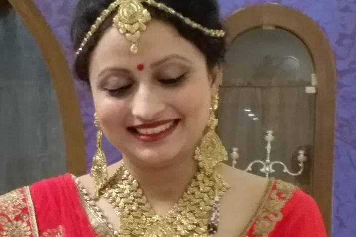 AAINA Beauty Parlour and Makeup by Priya Rastogi
